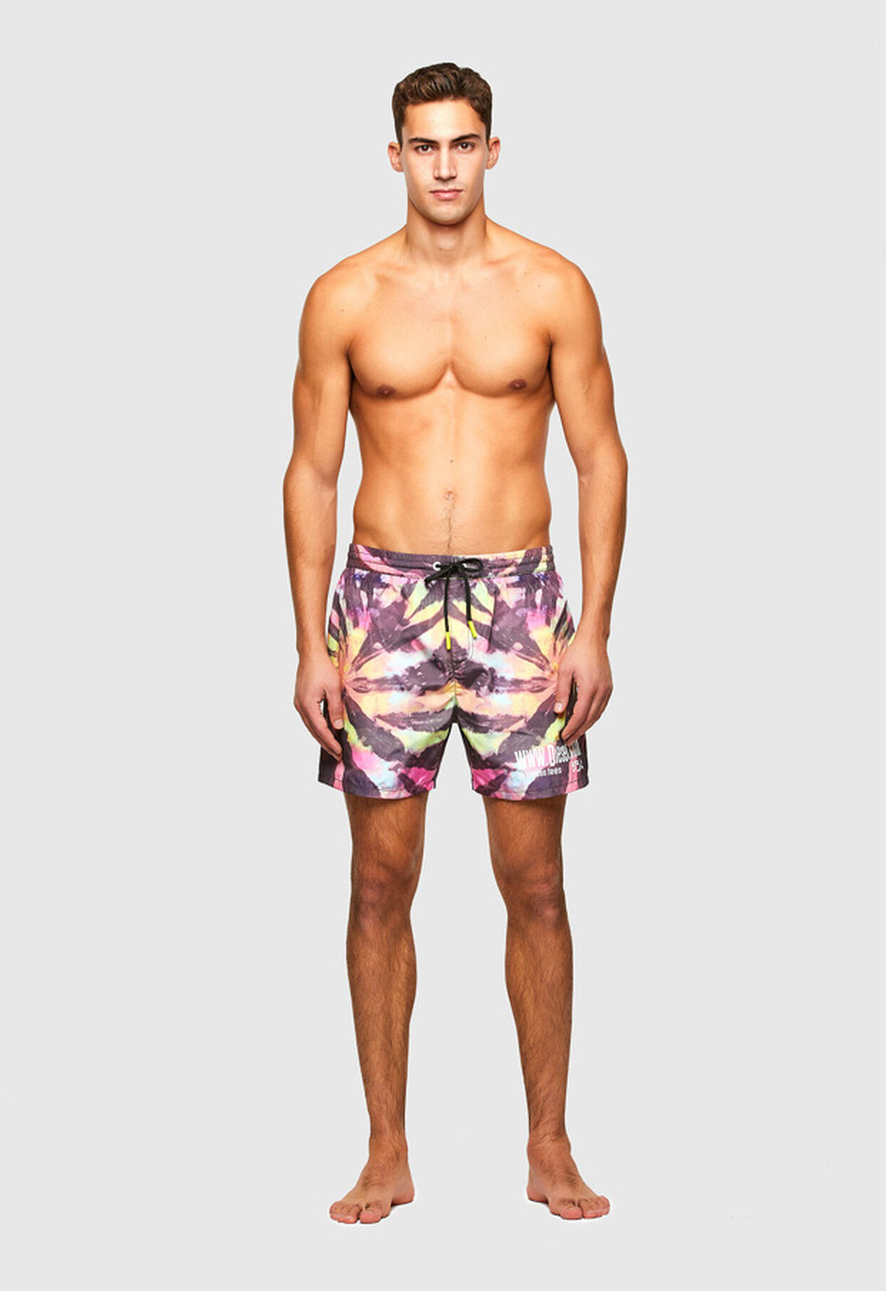 https://es.diesel.com/dw/image/v2/BBLG_PRD/on/demandware.static/-/Library-Sites-DieselMFSharedLibrary/default/dw34758e8d/CATEGORYOV/2X2_BEACHWEAR_B,BX-WAVE-2017_00SV9U_0JBAY_E0213_F.jpg?sw=1244&sh=1814