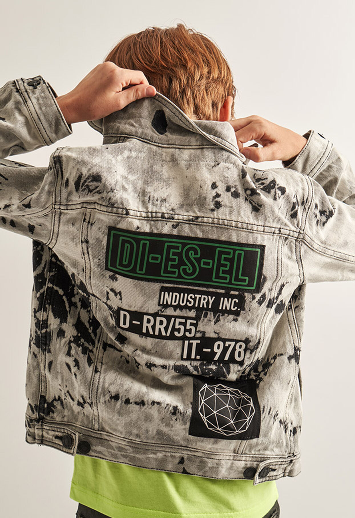 https://es.diesel.com/dw/image/v2/BBLG_PRD/on/demandware.static/-/Library-Sites-DieselMFSharedLibrary/default/dw9fd09078/CATEGORYOV/2x2_90.jpg?sw=1244&sh=1814