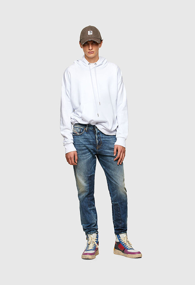 https://es.diesel.com/dw/image/v2/BBLG_PRD/on/demandware.static/-/Library-Sites-DieselMFSharedLibrary/default/dwaa2e79de/CATEGORYOV/2X2_D-FINING_DENIM-SPRING-LAUNCH_A02237_009SV_01_C.jpg?sw=622&sh=907