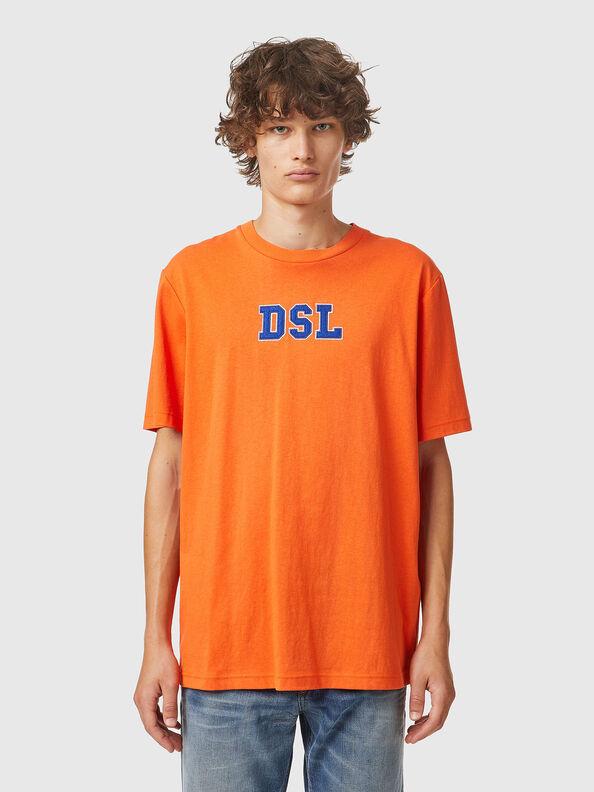 https://es.diesel.com/dw/image/v2/BBLG_PRD/on/demandware.static/-/Sites-diesel-master-catalog/default/dw0bbf32c3/images/large/A03507_0QCAH_34H_O.jpg?sw=594&sh=792