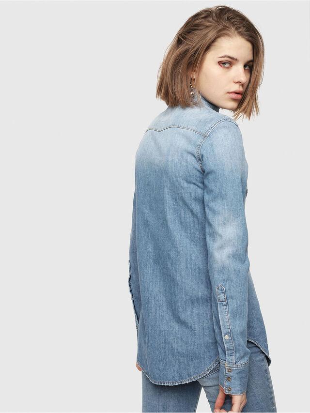 Diesel - DE-RINGY, Blue Jeans - Camisas de Denim - Image 2