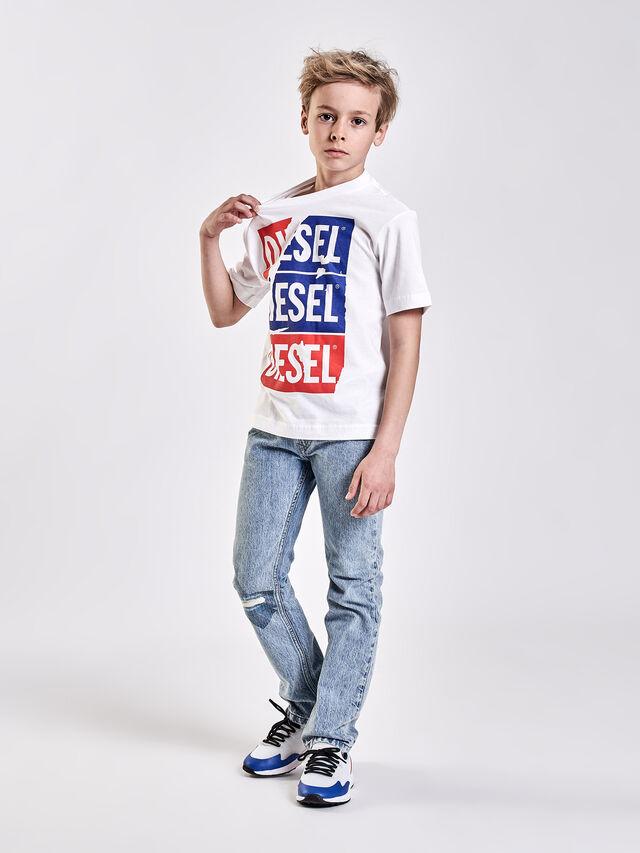 Diesel - TJUSTZC OVER, Blanco - Camisetas y Tops - Image 4