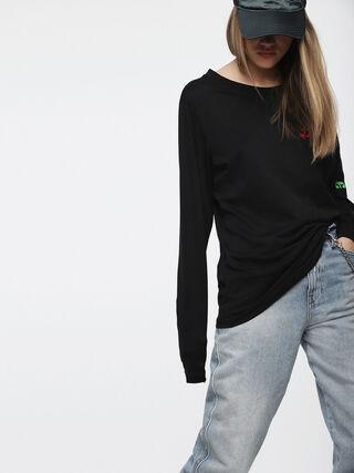 T-HILARY,  - Camisetas