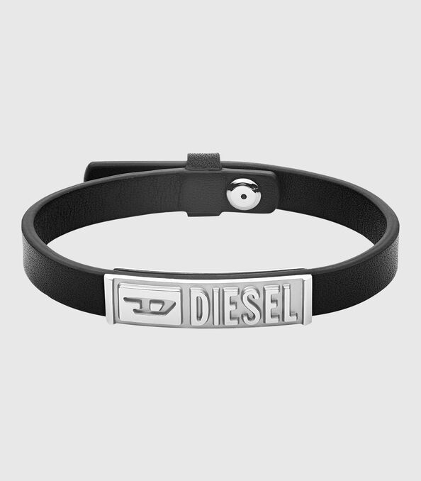 https://es.diesel.com/dw/image/v2/BBLG_PRD/on/demandware.static/-/Sites-diesel-master-catalog/default/dw895c5118/images/large/DX1226_00DJW_01_O.jpg?sw=594&sh=678