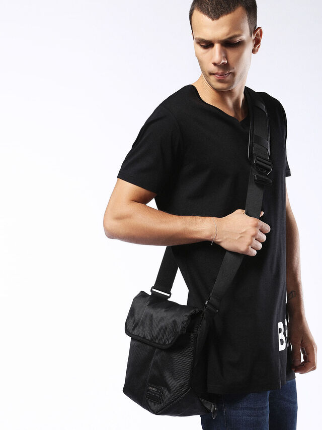 F-CLOSE MESSENGER, Negro