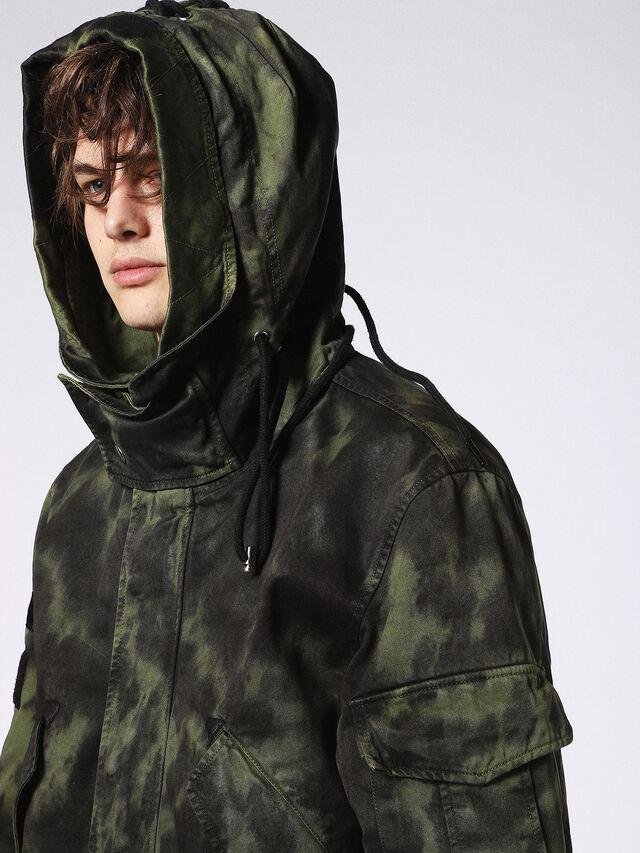 J-CRAZY-T, Verde Camuflaje