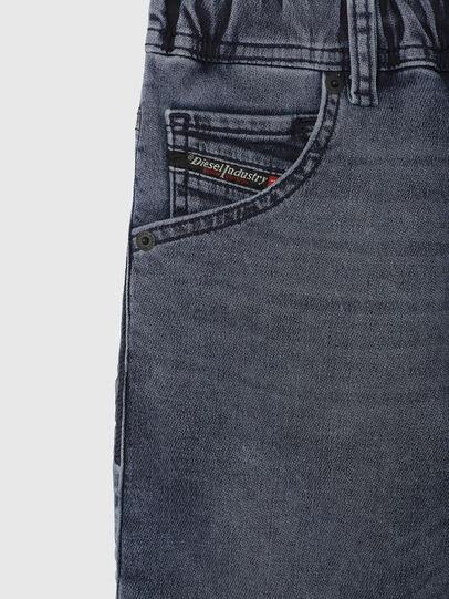 Diesel - KROOLEY-J SH JOGGJEANS, Azul medio - Shorts - Image 3