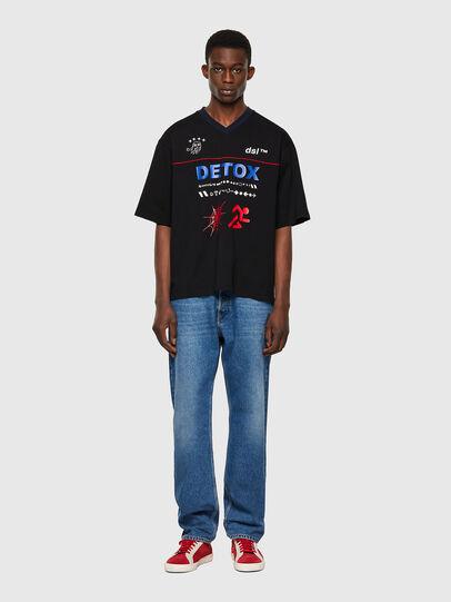 Diesel - T-DELPHIVY-SLITS, Negro - Camisetas - Image 4