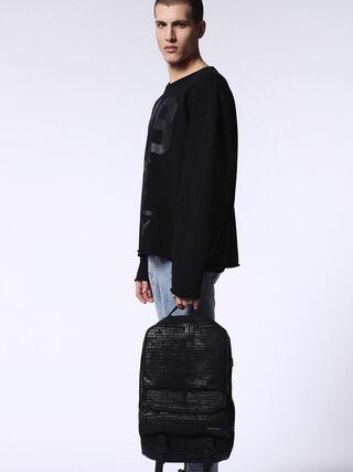 F-CLOSE BACK, Negro/gris