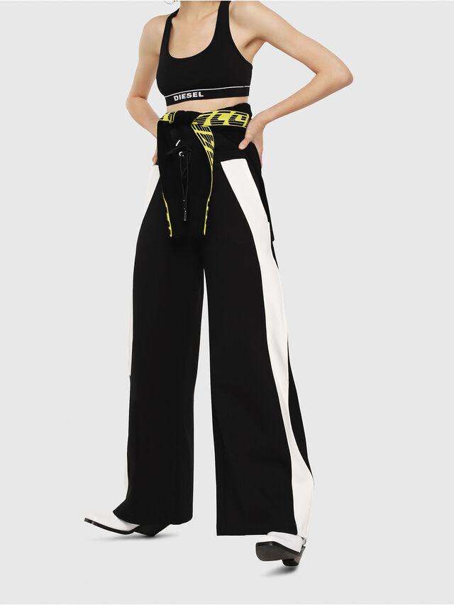 2b34614d11e2 P-ARIA Mujer: Pantalones deportivos anchos en punto milano | Diesel