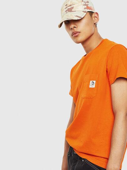 Diesel - T-WORKY-MOHI-S1, Naranja - Camisetas - Image 4